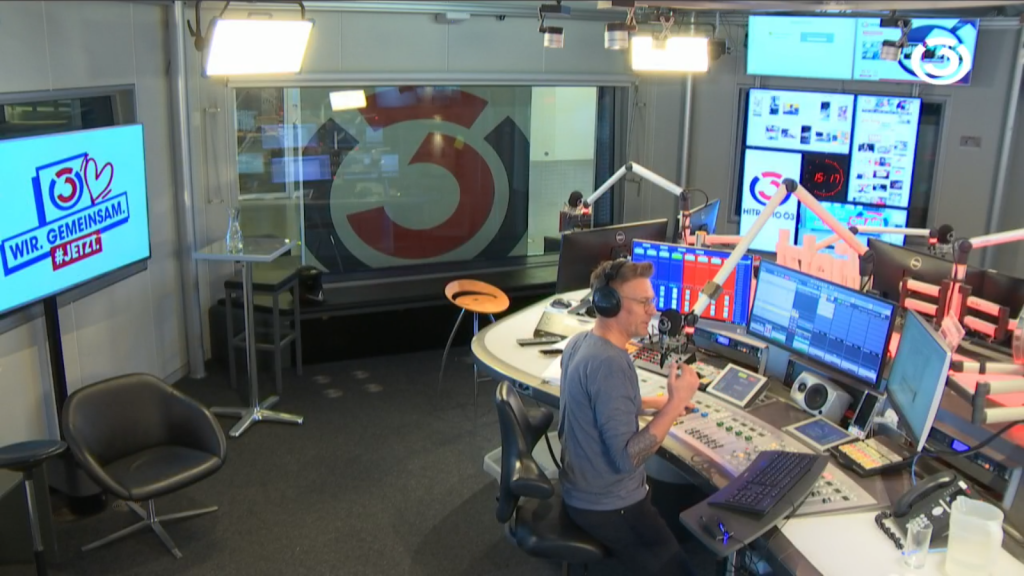 Hitradio Ö3 in Vienna, Austria in lockdown in bunker. Situational Webcam Photo
