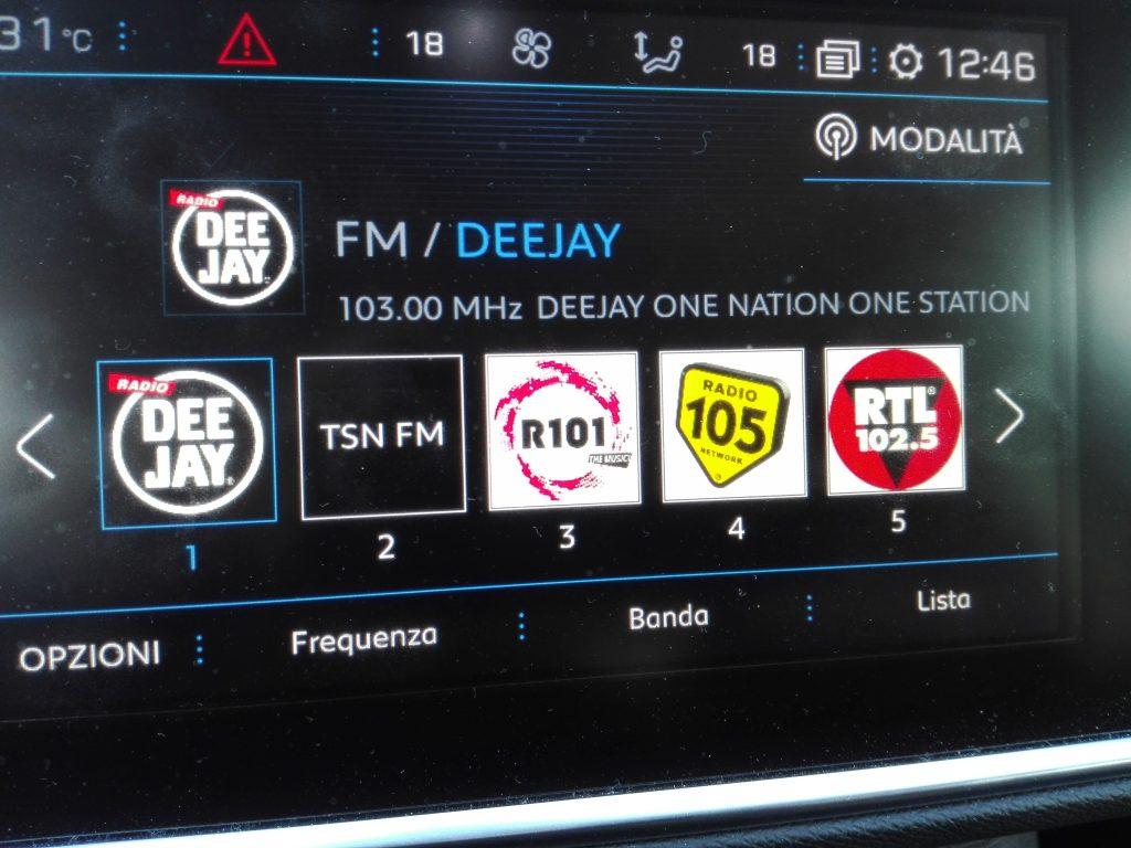 L'autoradio mostra solo l'RDS di TSN di Sondrio (Tele Sondrio News) ma non il logo, come per le altre radio